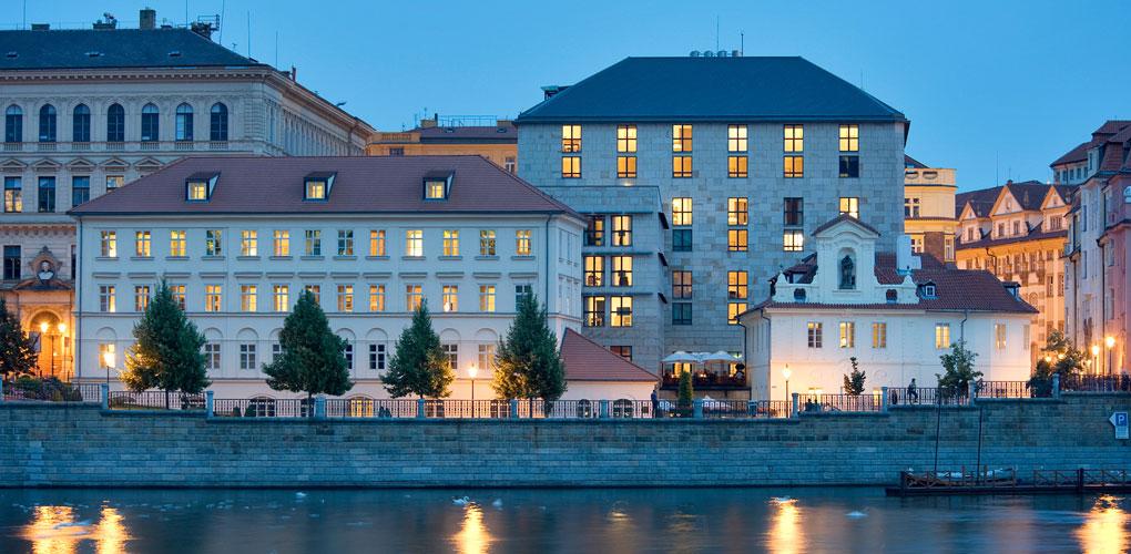 Pozsony, Szlovákia (SVK)